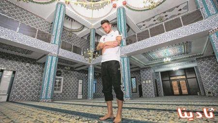"""الألماني """"دانى بلوم"""" يعتنق الاسلام و يقوم بزيارة احد المساجد"""