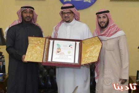 عنزي الكويت يقدم دعوة لرئيس النصر لحضور اعتزاله