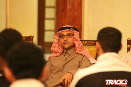 الشيخ عبدالمنعم الراشد يجري اتصال برئيس النادي ويطمئن على أوضاع الفريق