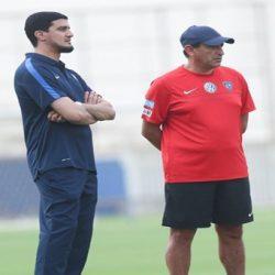 عطيف يكشف عن سر تجديد عقده مع الشباب