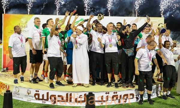 فهد بن سلطان يسلم كأس دورة تبوك للاتفاق