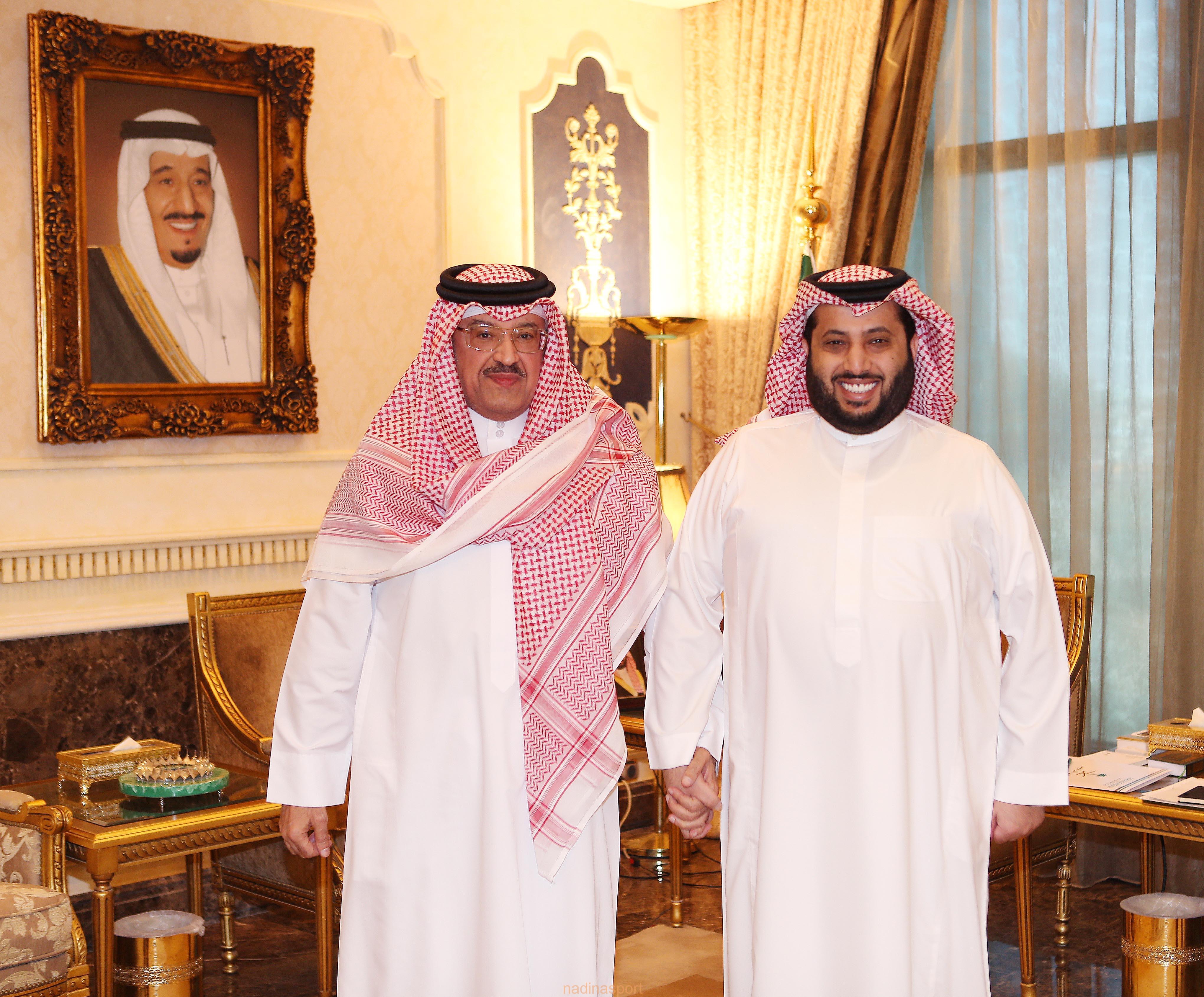 التقى معالي الاستاذ تركي ال الشيخ في مكتبه الشيخ حمود بن عبدالله آل خليفة سفير مملكة البحرين