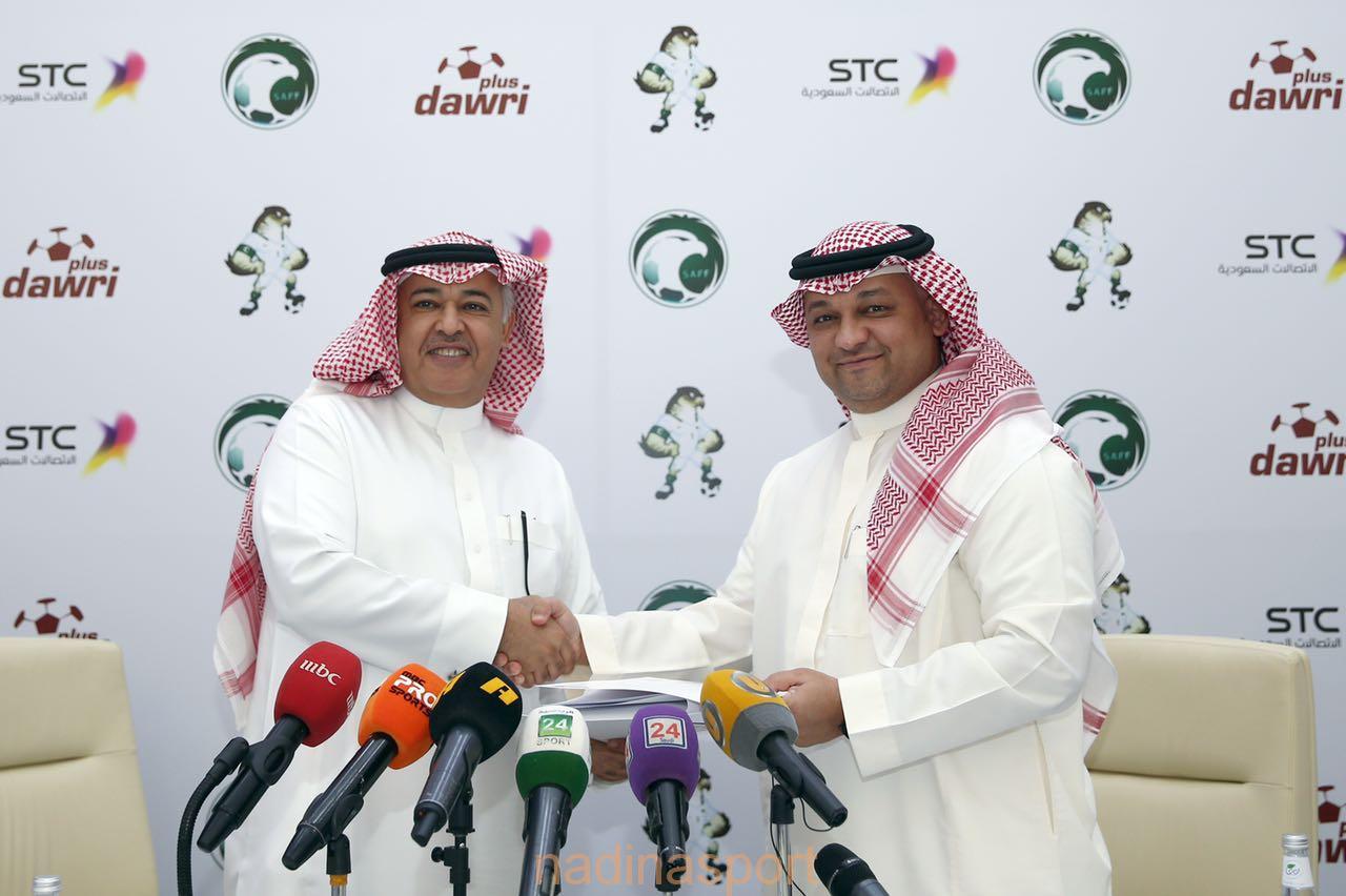 رئيس اتحاد القدم يوقع اتفاقية مع الاتصالات السعودية لنقل مباريات المنتخب الأول الودية