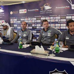 نواف التمياط يكرم المشجع الذي قام بتنظيف المدرج المخصص للجماهير السعودية في لقاء الكويت