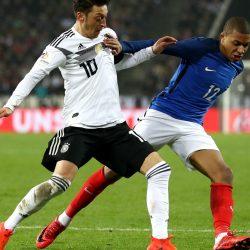 الدنمارك تستعين بلاعبين من منتخب الصالات لتجنب الاستبعاد من بطولة أوروبا