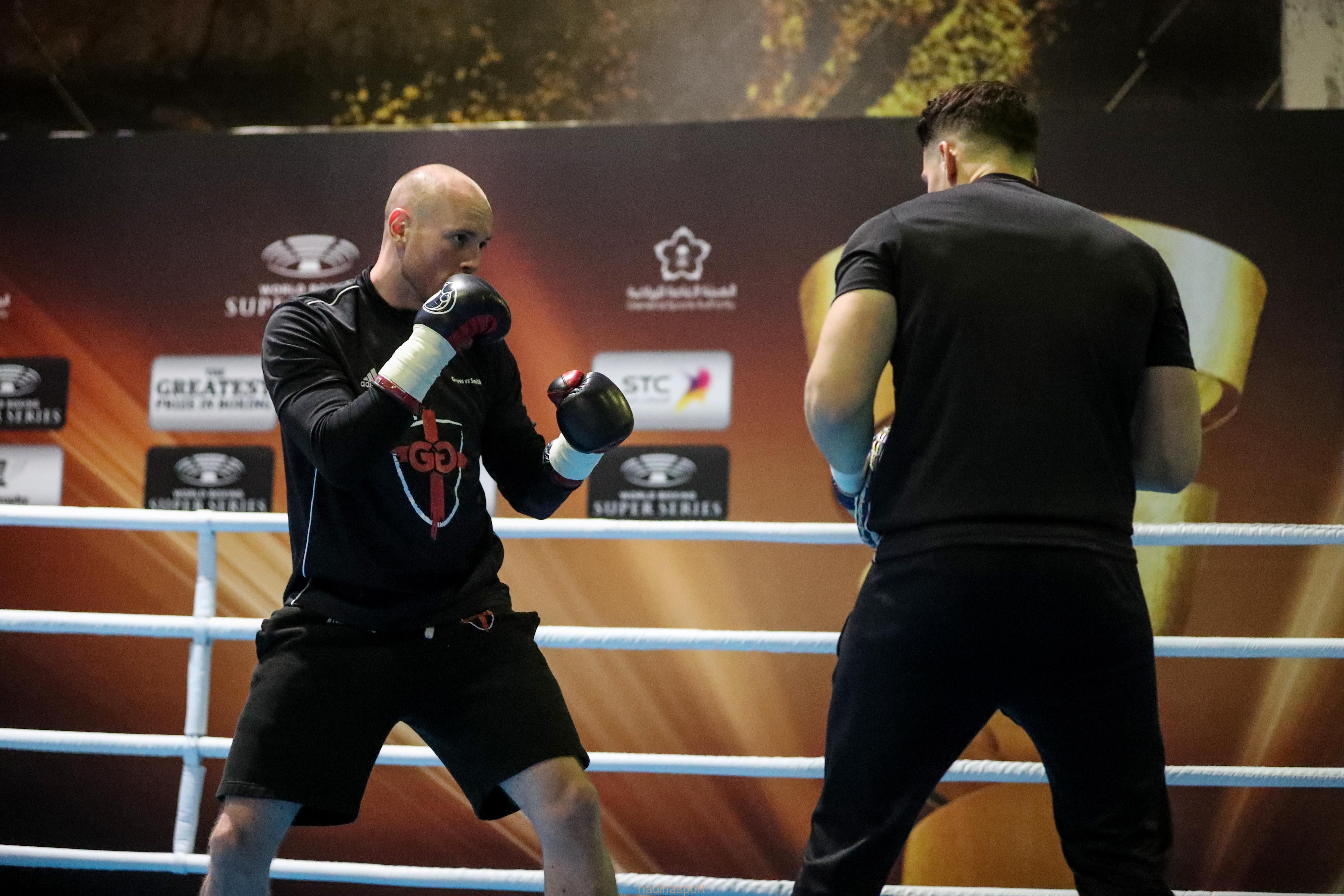 الملاكمان جروفس وسميث يجريان التدريب الرئيسي بجدة استعداداً لنهائي كأس محمد علي