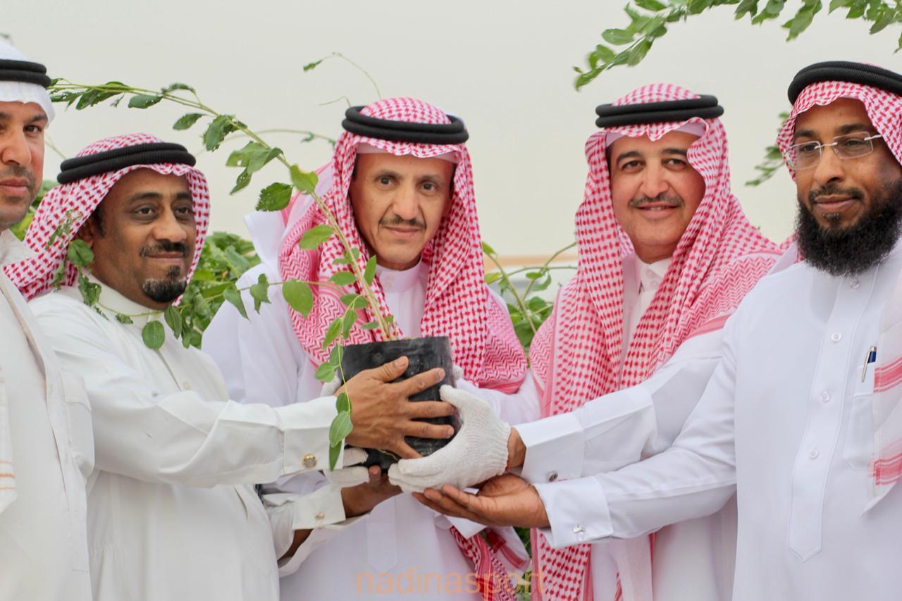 2000 شتلة زراعية توزعها المؤسسة العامة للري على أصحاب وملاك إسطبلات الخيول بالأحساء