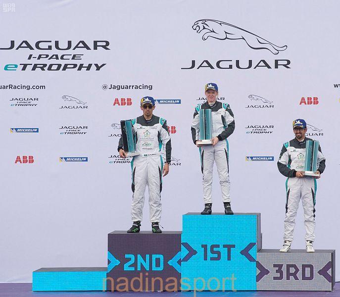 النيوزلندي سيمون يحصد المركز الأول في أول سباقات بطولة السيارات الكهربائية جاكوار