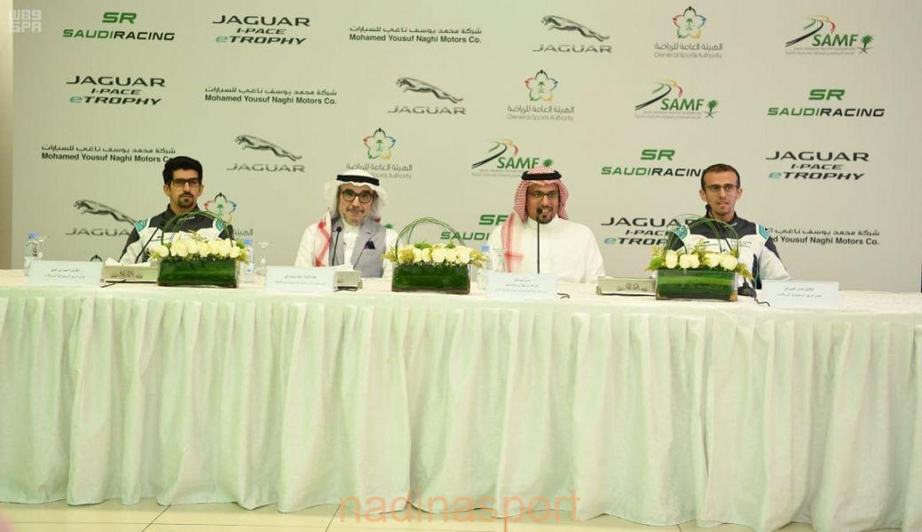 اتحاد السيارات والدراجات النارية يقدم أعضاء فريق السعودية للسباقات