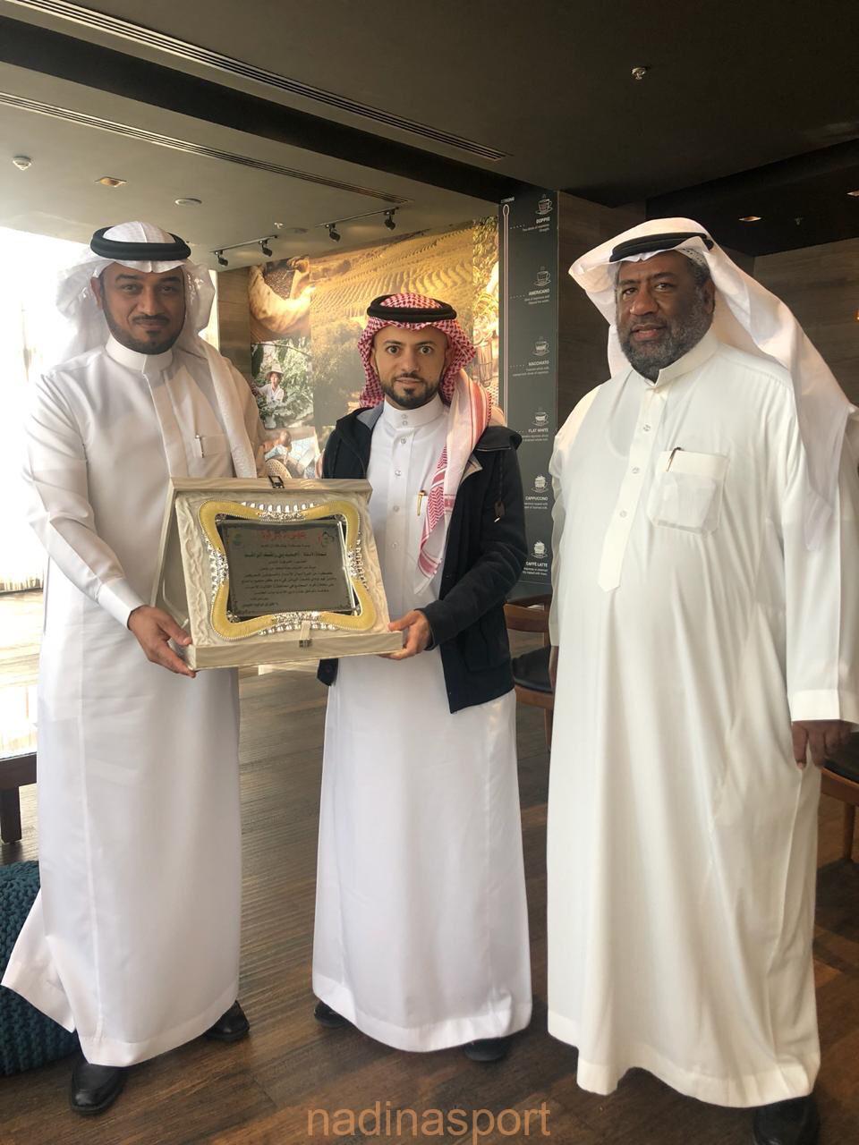 رئيس نادي الاحساء يلتقي مع رئيس لجنة الاستثمار بالغرفه التجاريه