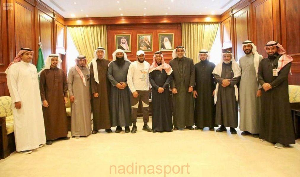 الأمير فيصل بن فهد يستقبل فريق مشاة حائل