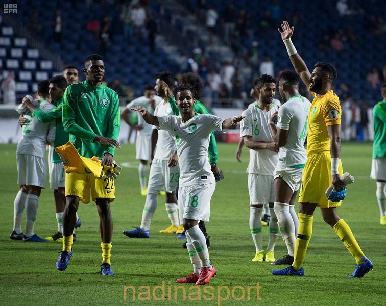 كأس آسيا 2019 : لاعبو الأخضر يهدون التأهل للجماهير السعودية