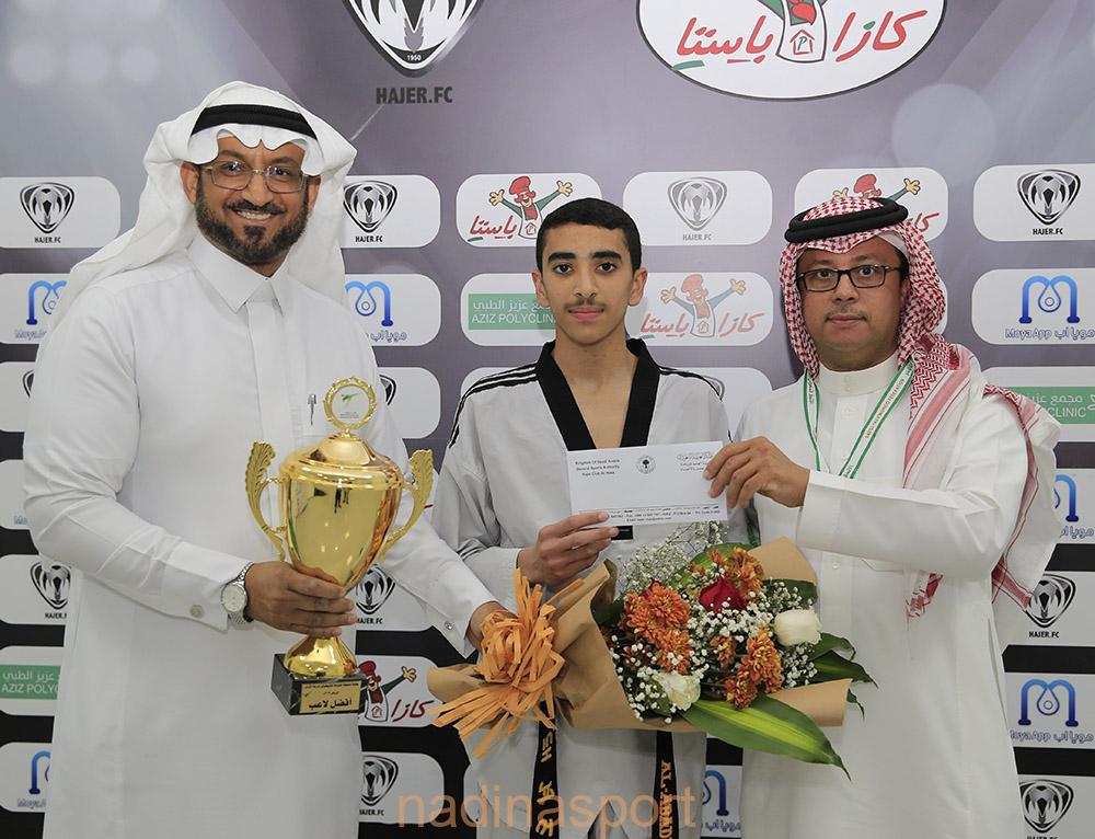 تكريم لاعب التايكوندو صادق العبادي الحائز على المركز الأول من قبل الاداره