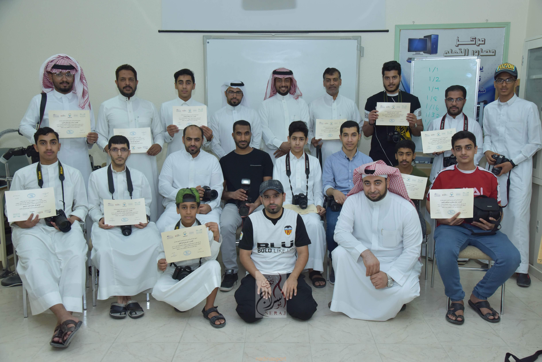 نادي حي الطرف ينفذ ورشة بعنوان اسياسيات التصوير الفوتوغرافي الرياضي