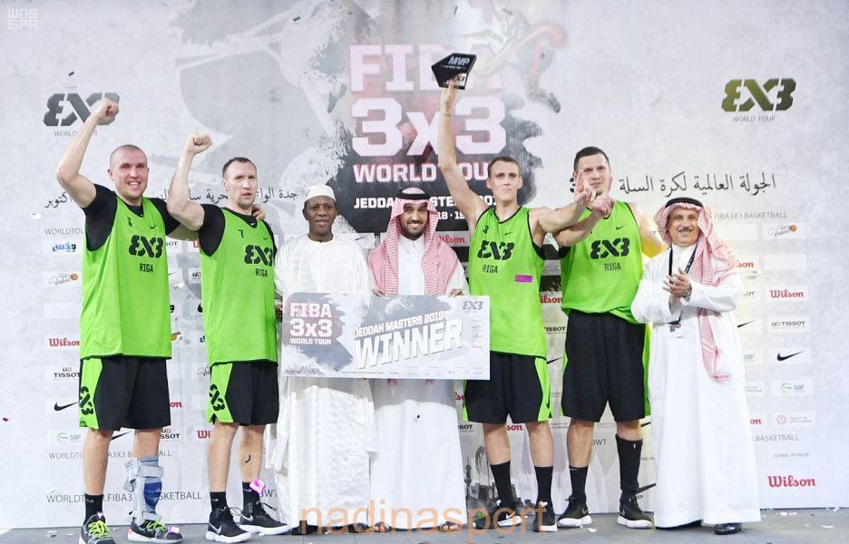 """سمو الأمير عبدالعزيز بن تركي الفيصل يتوج """"ريقا لاتفيا"""" بكأس الجولة العالمية للمدن لكرة السلة 3×3"""