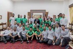الأخضر يسعى للحفاظ على الصدارة والرئيس الفلسطيني يستقبل البعثة