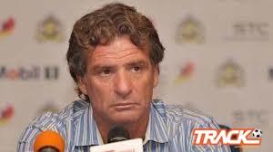 كارينيو يستجيب لمطالب لاعبيه ويغلق التمارين