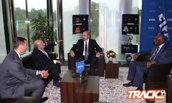 الأمير عبدالله وأحمد عيد إلتقيا بلاتر بالفيفا