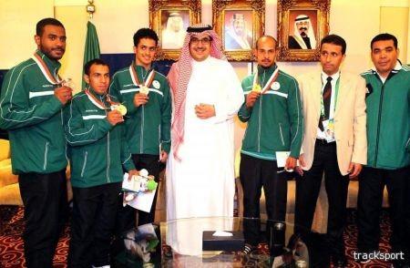 الأمير نواف بن فيصل يكرم لاعبي الكاراتيه ورفع الأثقال
