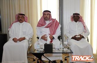 الأمير عبدالله بن مساعد يزور معسكر الأخضر