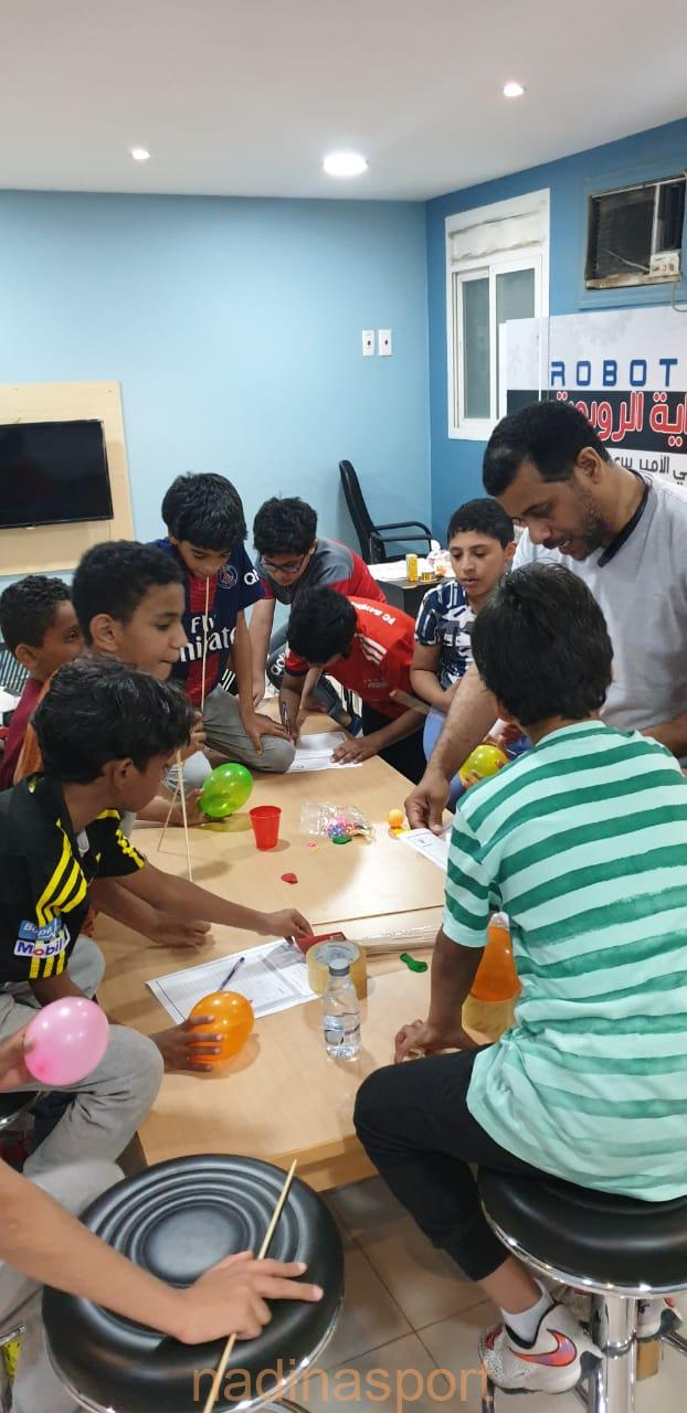 نادي الأمير سعود بن جلوي يقيم برنامج # أصنع شيئاً #