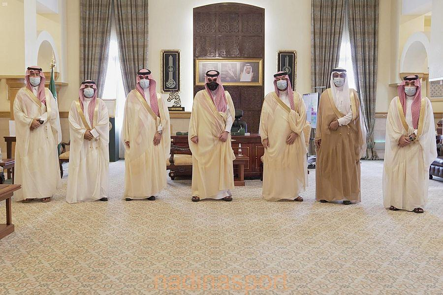سمو الأمير بدر بن سلطان يستقبل إدارة نادي الوحدة